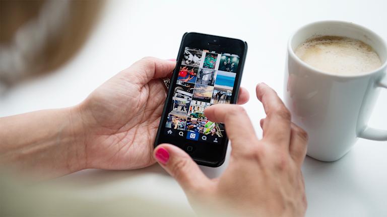 Smartphone med appen Instagram