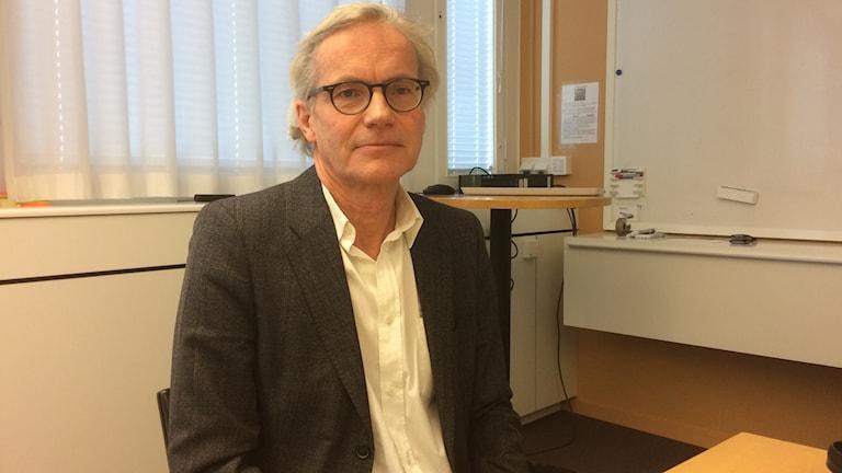 Landstingets chefläkare Johan Bratt är kritisk