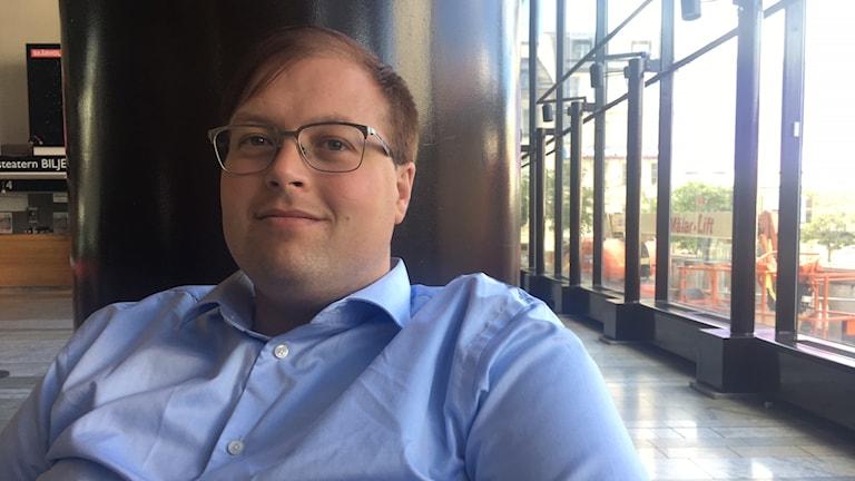 Lars-Kristian som dejtar på appen Grindr.