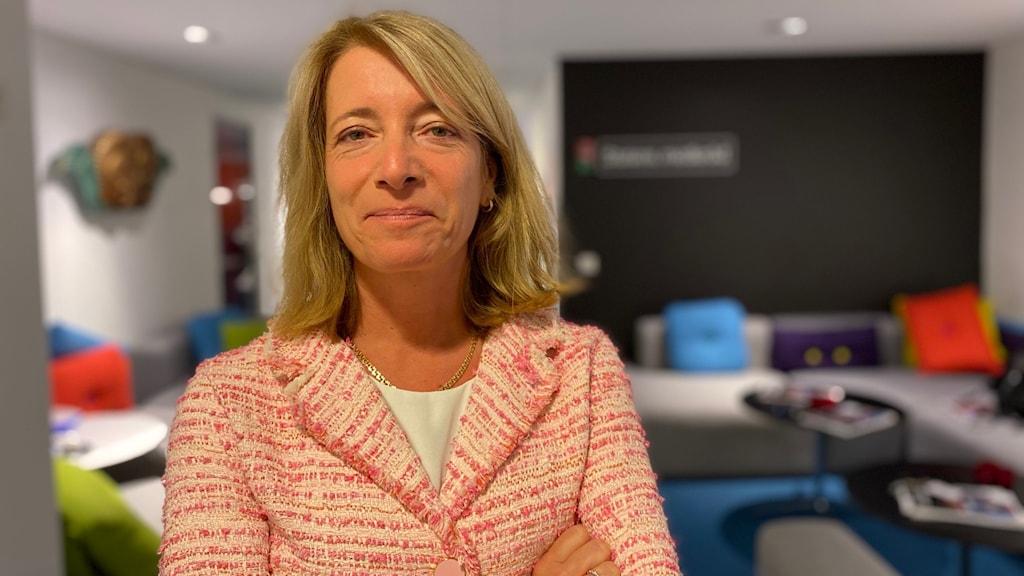 Anette Novak, direktör Statens medieråd, vid ett rum.