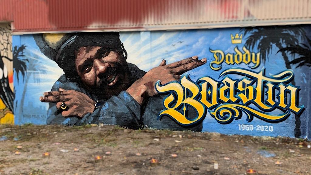 väggmålning med Daddy Boastin