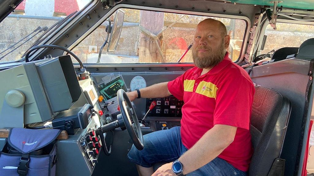 Stationschef Mats Thorstensson säger att de behöver frivilliga inom en kvarts radie från stationen..