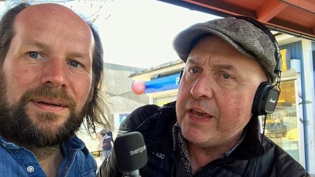 artin tar en selfie med reporter Andes i Österåker