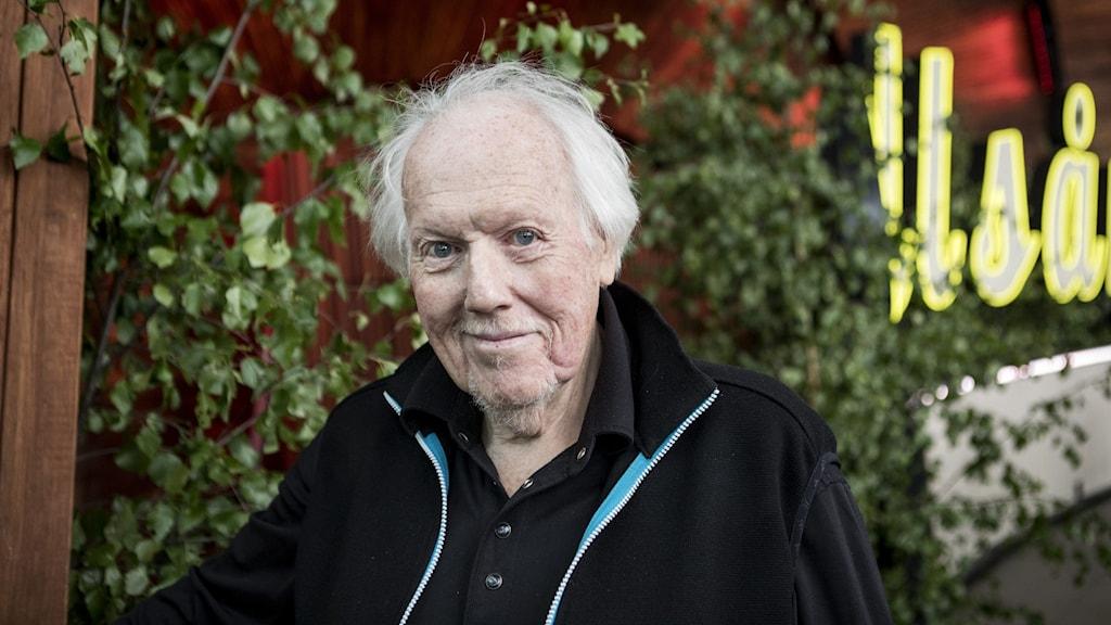 Artisten Svente Thuresson har avlidit.