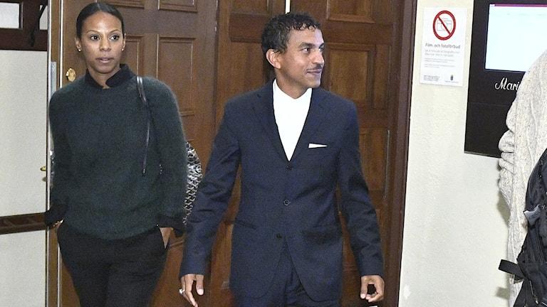 Lili Assefa och Jason Diakité alias Timbuktu under rättegången mot Sverigedemokraterna i Stockholms tingsrätt.