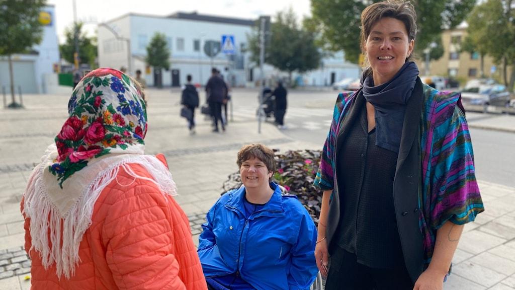 Fina Sundqvist projektledare, Maria Caldārara, Eu-migrant från Rumänien och Nina Falekstav, tolk.