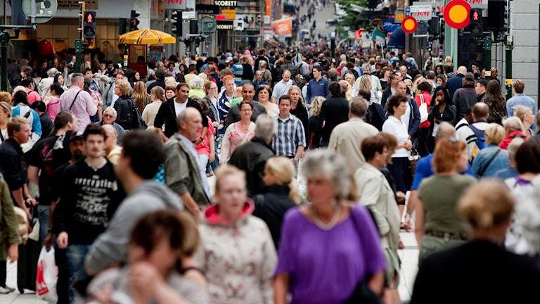 Folkvimmel på Drottninggatan
