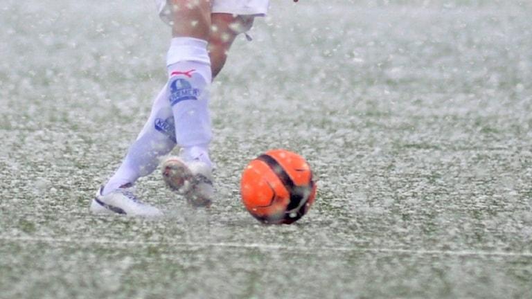 Kvällens kvalmatch till Superettan mellan Vasalund och Syrianska ställs in på grund av snöovädret.