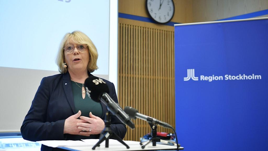 Finansregionråd i Region Stockholm Iréne Svenonius (M) vid en presskonferens.