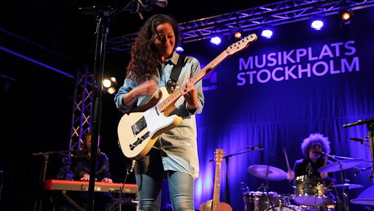 Maia Hirasawa uppträder i Musikplats Stockholm.