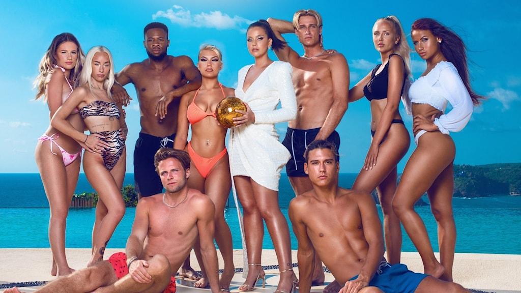 Gruppbild på deltagarna i Paradise Hotel våren 2021.