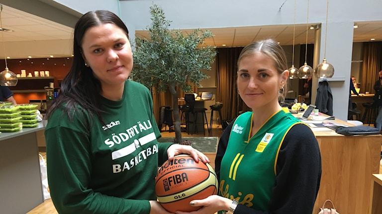 Ulrica Holmqvist och Martina Stålvant.