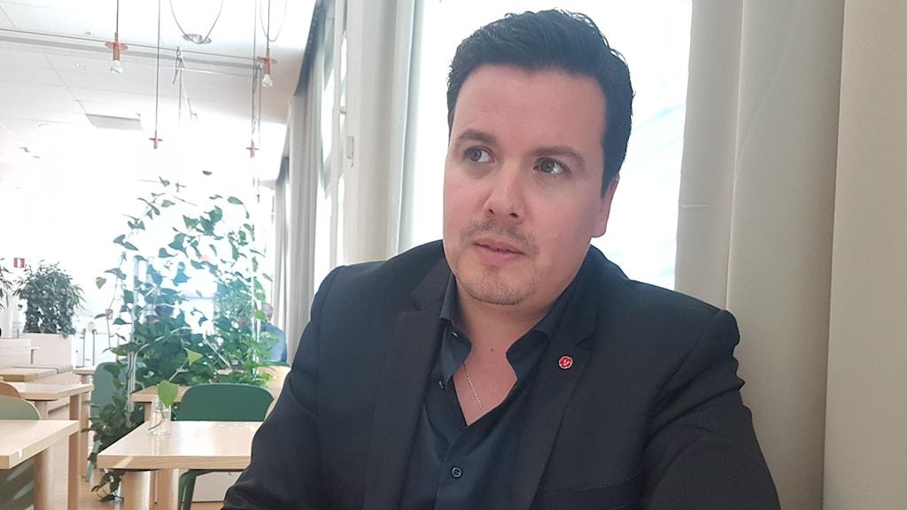 Moises Ubeira, gruppledare för Vänsterpartiet i Sundbyberg