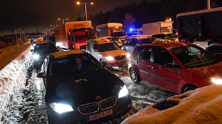 KÖer i trafiken efter snövädret.