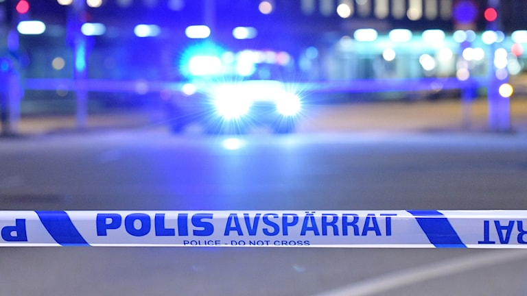 En polisbil vid en avspärrning.