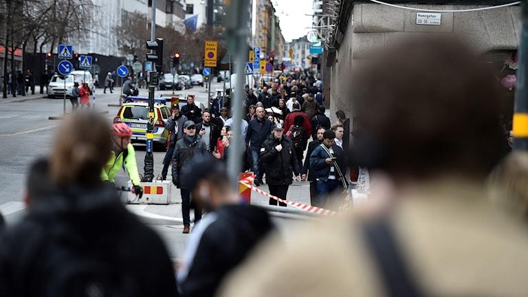 Poliser på Hamngatan i Stockholm