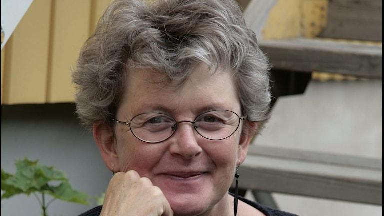 Lotta Olsson tycker att vuxna ska läsa mer barnböcker.