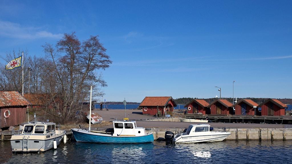 Hamnen i Räfsnäs.