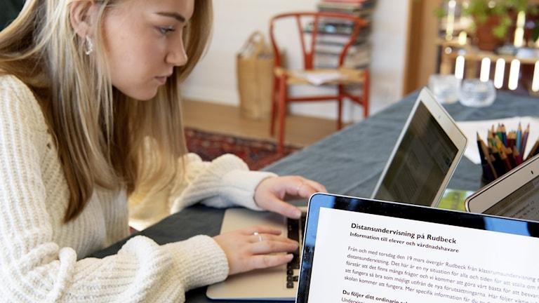 Gymnasieeleven Mathilde Ingrosso Hildingsson studerar hemma