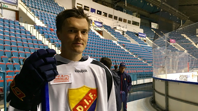 Marcus Högström efter träningen på hovet innan SHL-premiären.