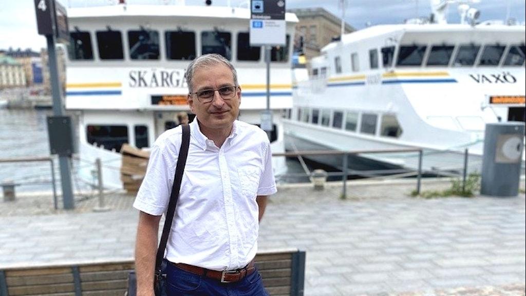 Anderas Strömberg från trafikförvaltningen vid Strömkajen.