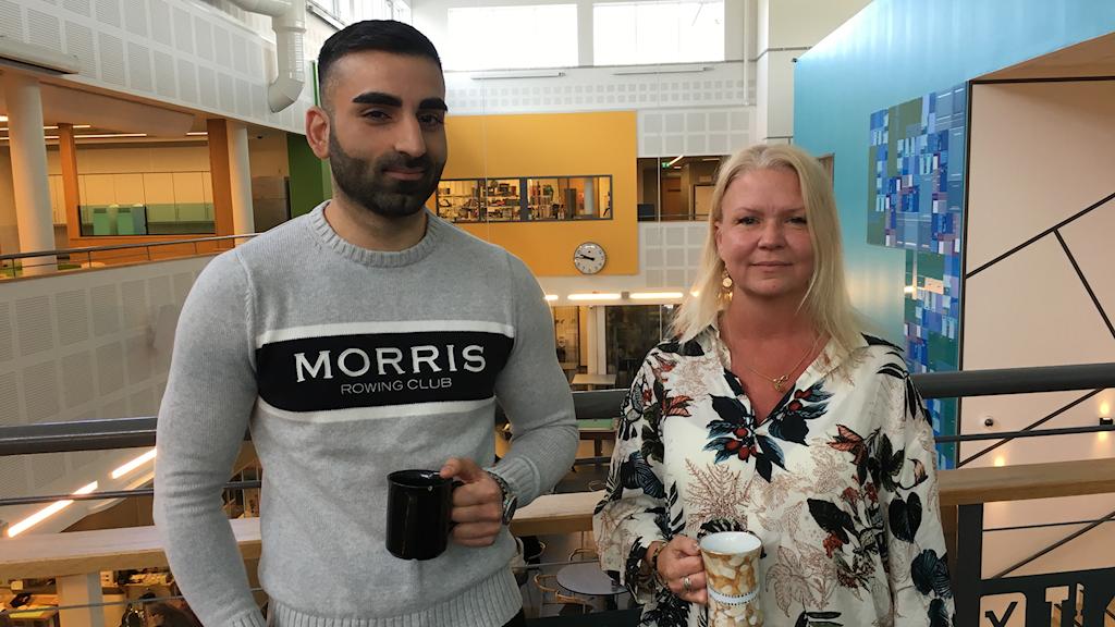 Lärarna Andreas Yayo och Pia Andersson är nöjda med att vara två lärare i klassrummet.