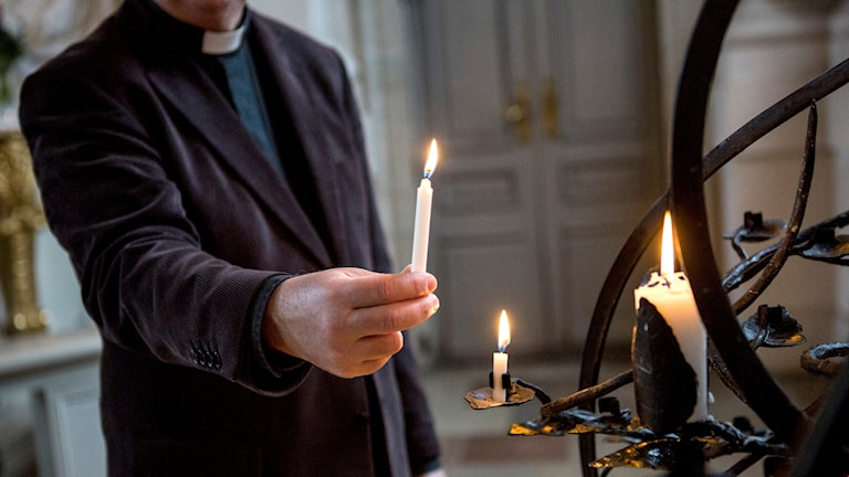 En präst i Södertäljeområdet avkragas av domkapitlet (arkivbild).
