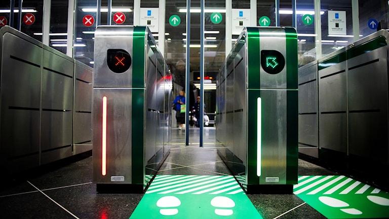Spärrar i tunnelbanan.