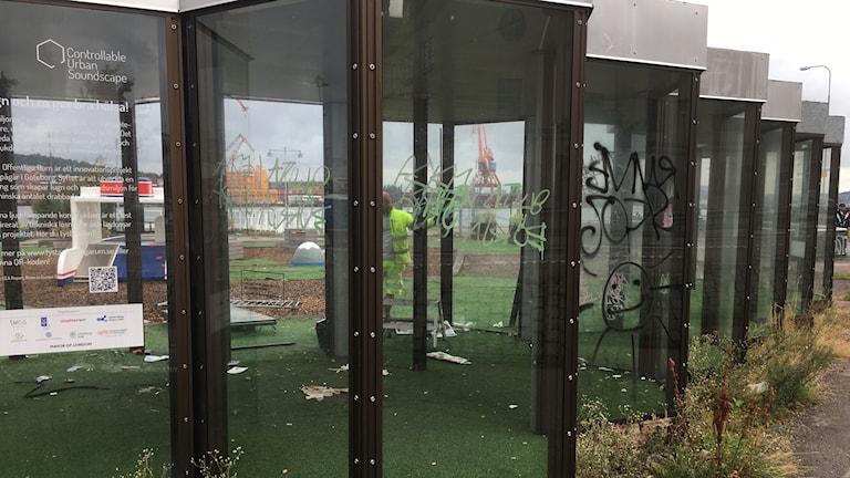 Nedklottrat och vandaliserat på Skeppsbron