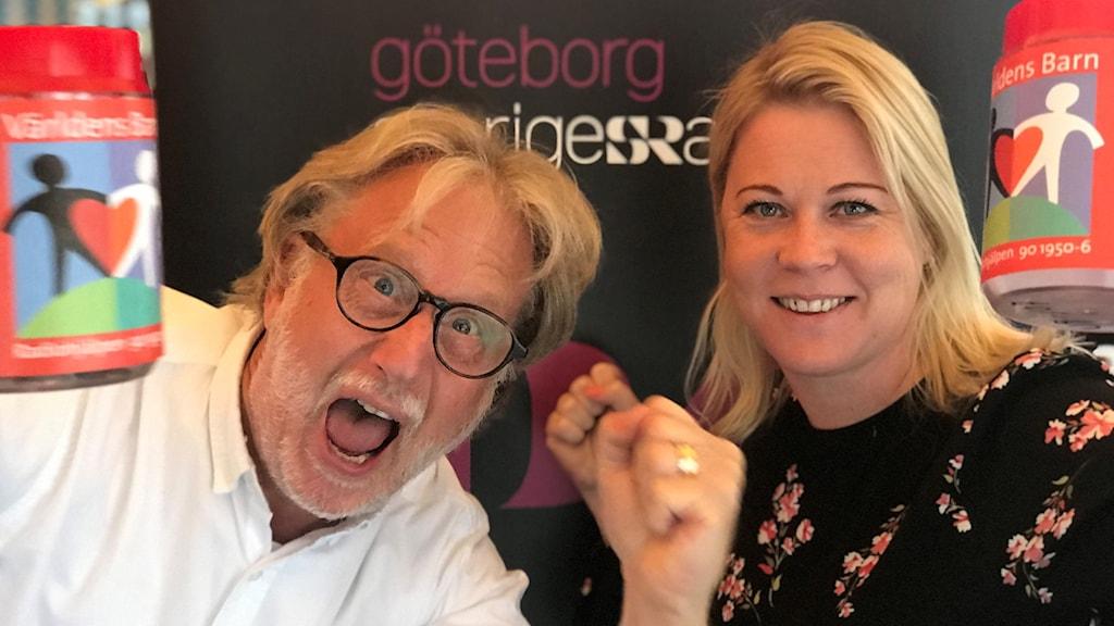 P4 Göteborgs Peo Wenander och Linn Ohlsson sände live från John Scott's i Göteborg när insamlingen avslutades.