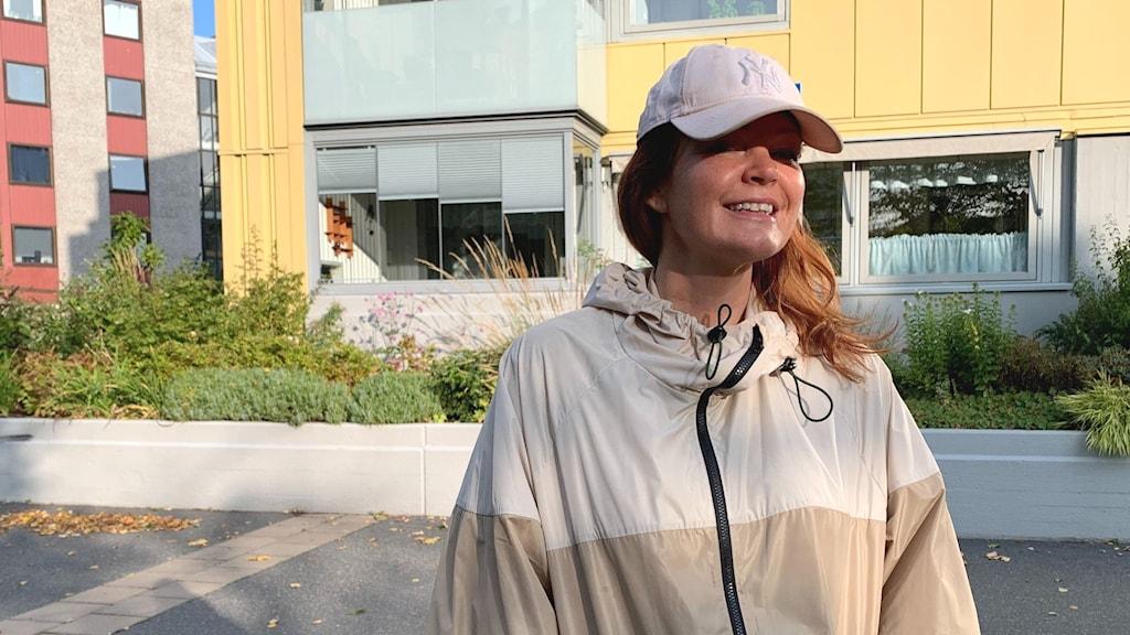 Belinda Olsson ska sända sista Sverige möts direkt i Hammarkullen.