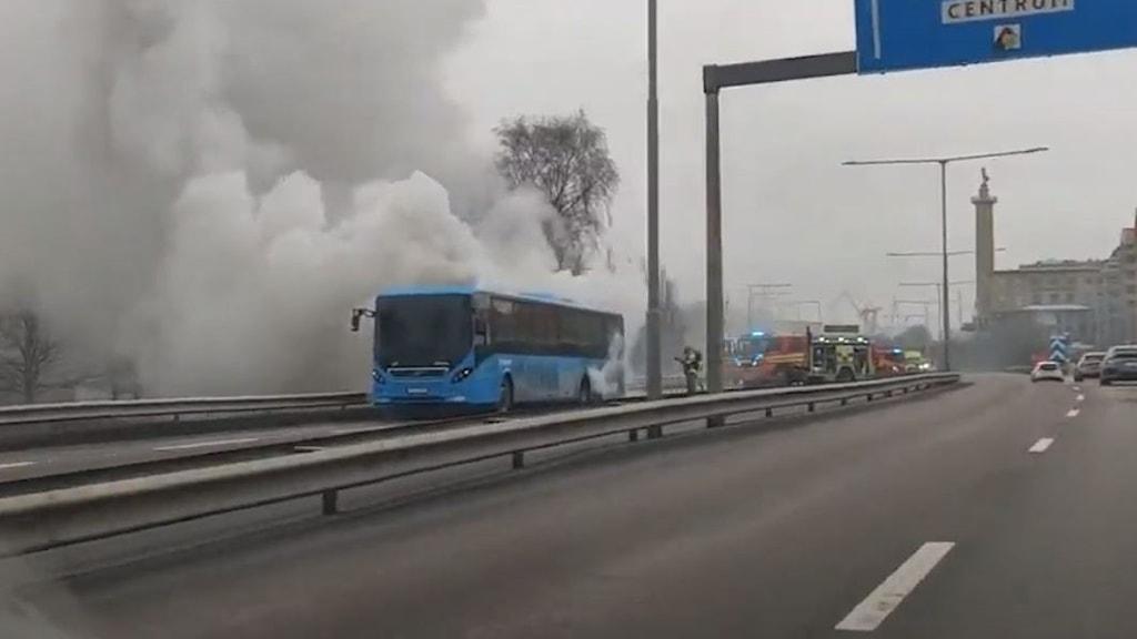 brinnande buss