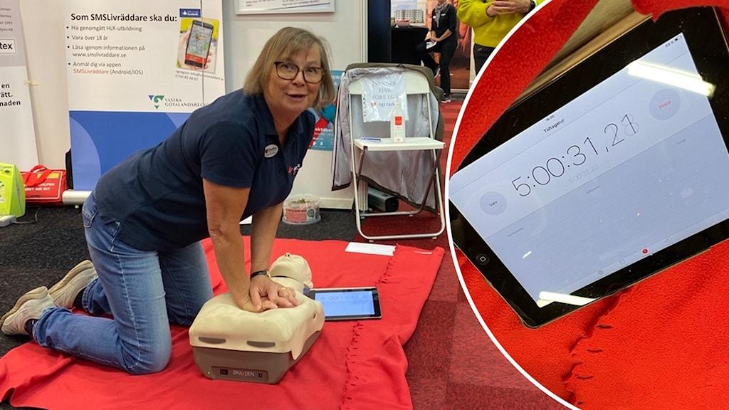 En kvinna gör hjärt-och lungräddning på en docka