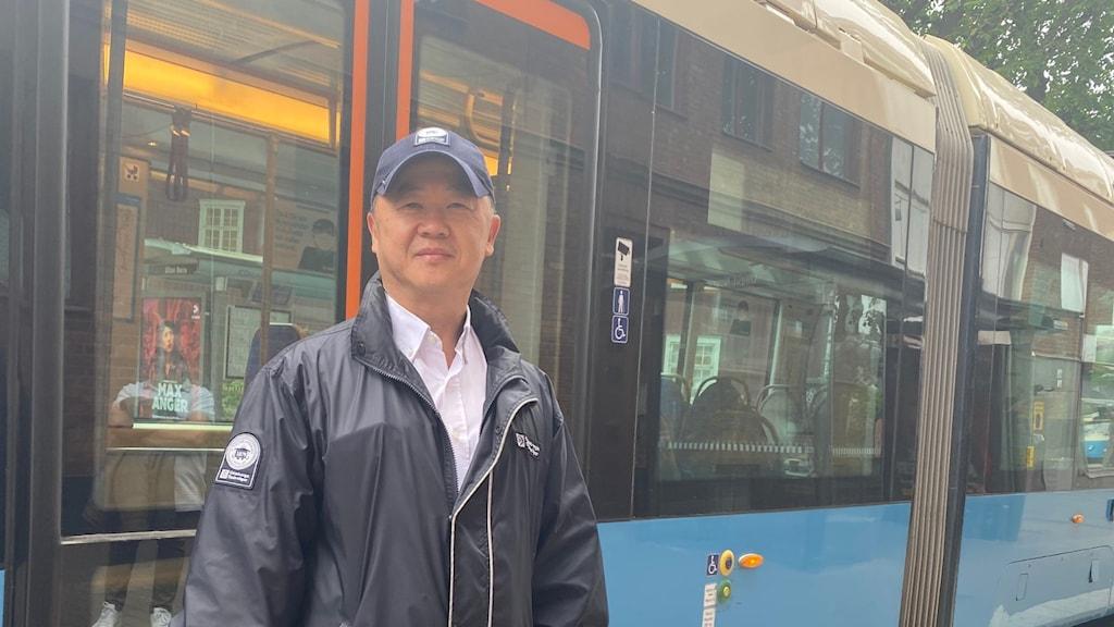 Yeo Ning Chang framför spårvagn