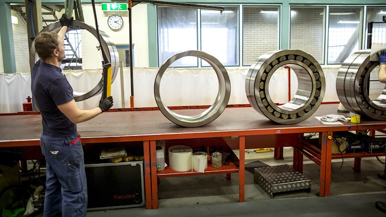 Tillverkning av lager vid SKF:s fabrik i Göteborg.