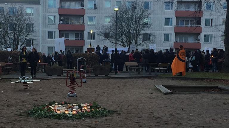 Fackeltåg mot våld och dödsskjutningar Briljantgatan