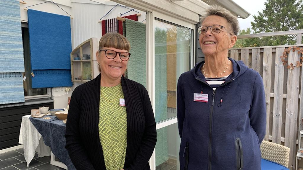 Marie-Louise Bergström och Eva Skeppstedt från föreningen Konstaxet.
