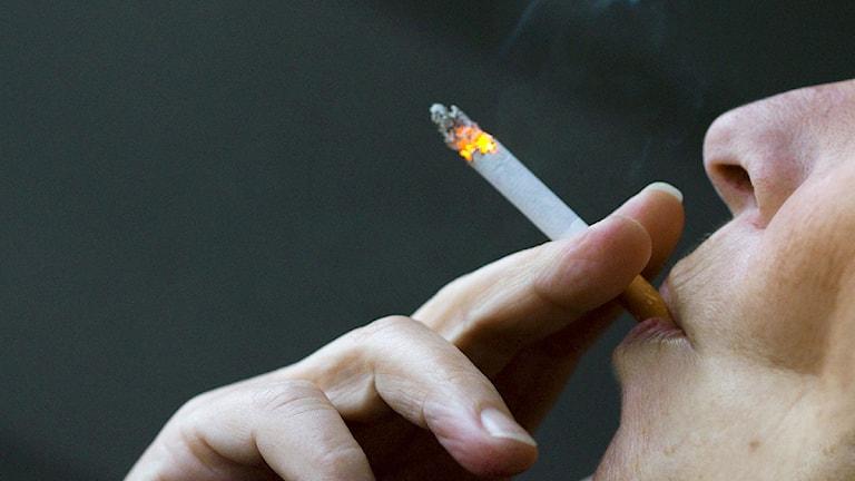 Tobaksindustrin är stark och andelen rökare ökar i den delen av världen som tidigare var fattig. Foto: Scanpix.