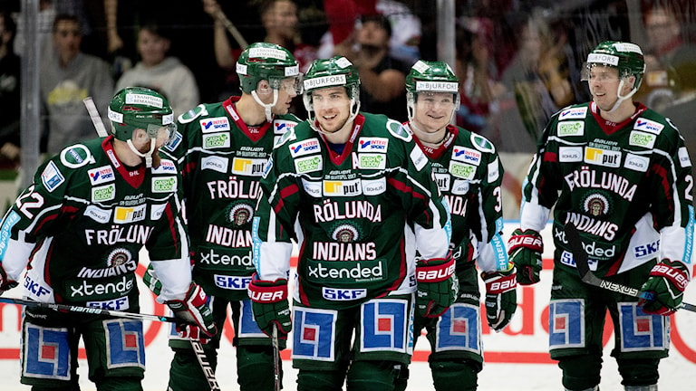 Fem glada hockeyspelare
