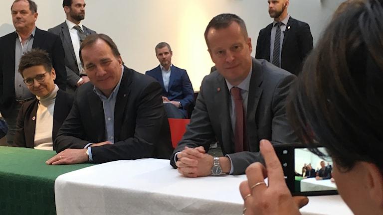 Ann-Sofie Hermansson Stefan Löfven Anders Ygeman blir fotograferade vid en presskonferens
