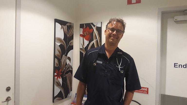Bert-Jan Reezigt på sin veterinärmottagning.