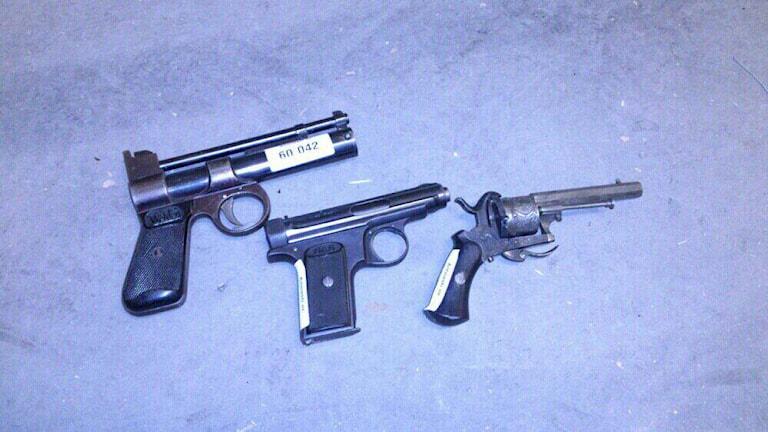 Vapen som lämnats in under amnestin. Foto: Polisen