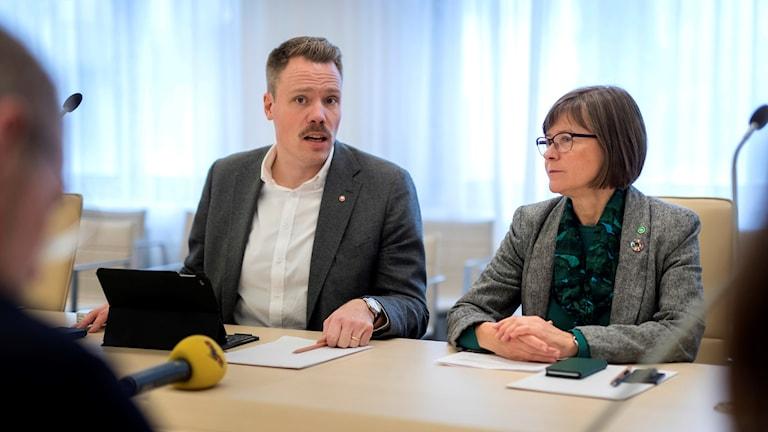 Daniel Bernmar (V) och Karin Pleijel (MP)