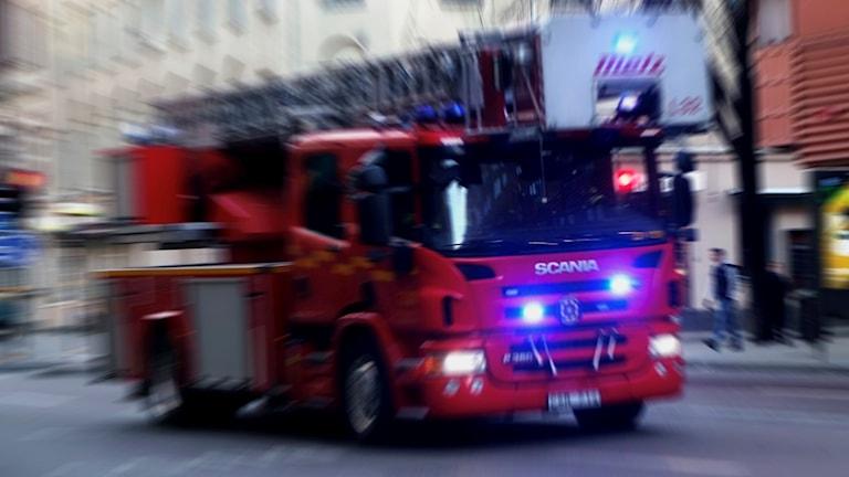 En brandbil på utryckning.