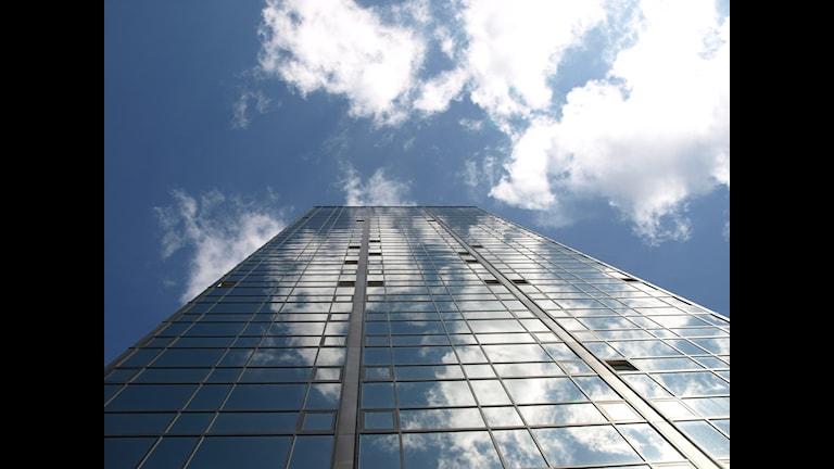 Gothia Towers, ett av tornen nedifrån upp mot himlen