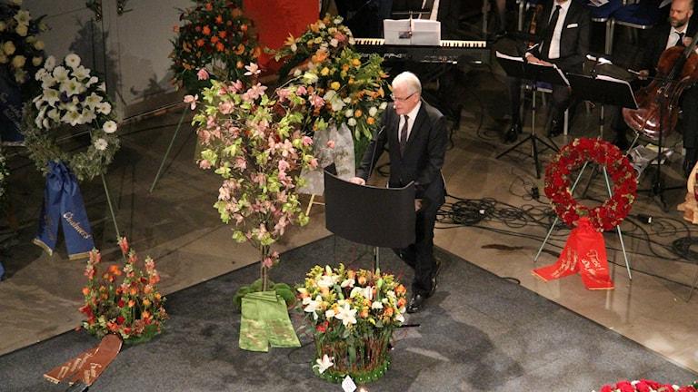 Ingvar Carlsson talar vid Göran Johanssons minnesceremoni. Foto: Josipa Kesic/SR