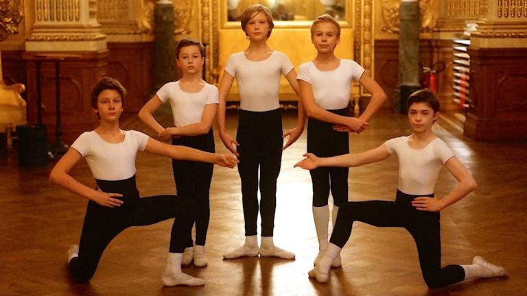 Balett balettkillar Svenska balettskolan Guldfoajen