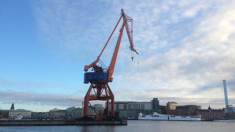 Lyftkran på Götaverken där allt nu ska säljas på auktion. Foto: Peter Stenberg/SR