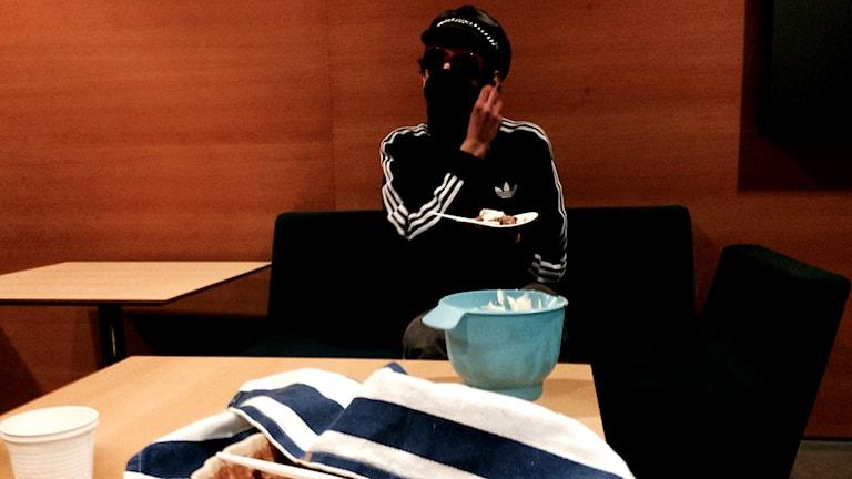 Den 22-årige mannen som tryckt upp en tårta i ansiktet på Göran Hägglund. Foto: Johanna Storm/P4 SR Göteborg