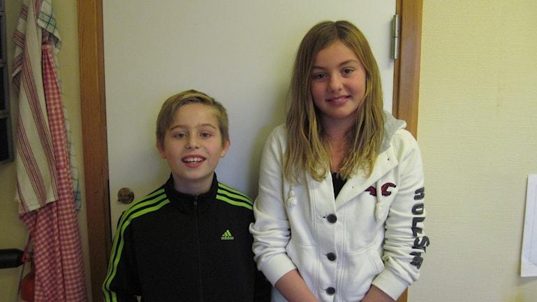 Ludvig Broberg och Malin Zachs tävlar för Bergums skola. Foto: Linn Ohlsson/SR.